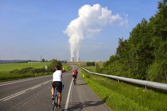Photo: Im Kraftwerk Temelin werden neben Strom auch schattenspendende Wolken erzeugt. Die ziehen aber in die falsche Richtung. Fast 30°C sind heute zu erwarten.