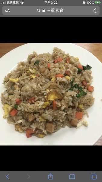 難得看到素食的越南料理,炒飯好吃(不同於以往的口感),越式生春捲吃起來也很清爽唷。(小菜沒拍吃光了