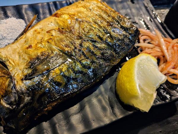 鯖魚定食真的很棒,烤得金黃酥脆的外皮,豐厚的魚脂,一口咬下有多種感受,這道料理值得推薦~
