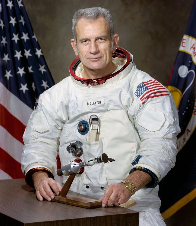 Deke Slayton từng giữ chức Giám đốc điều hành phi đoàn bay của NASA.