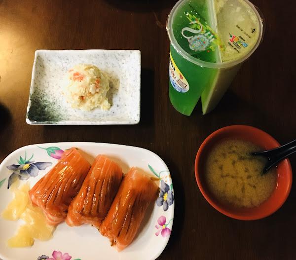 鮭魚鮮嫩很好吃😋