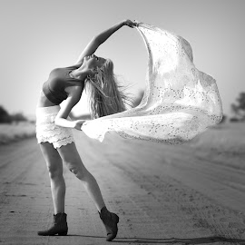 by IDG Photography - Black & White Portraits & People