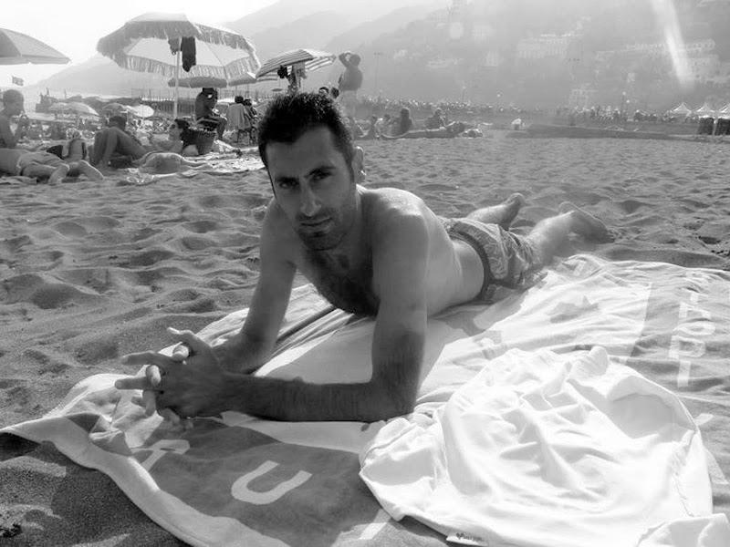 Una giornata di relax al mare  di Mario Romano
