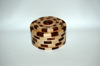 Photo: amerikaans noten + plataan h 9 cm b 17.5 cm verkocht