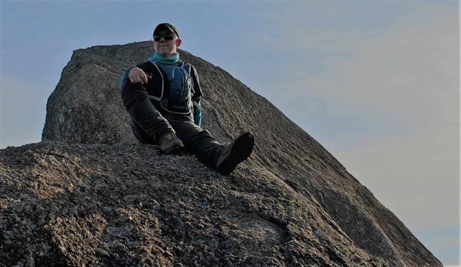 No topo! 1700m de altitude, 11Km de subindo a Serra, vista de 360 graus fantástica! Pedra do Cume na Serra do Lopo - Mantiqueira - Extrema - MG / Joanópolis SP - Brasil. Jean Marie Polli e Luciano Candido.