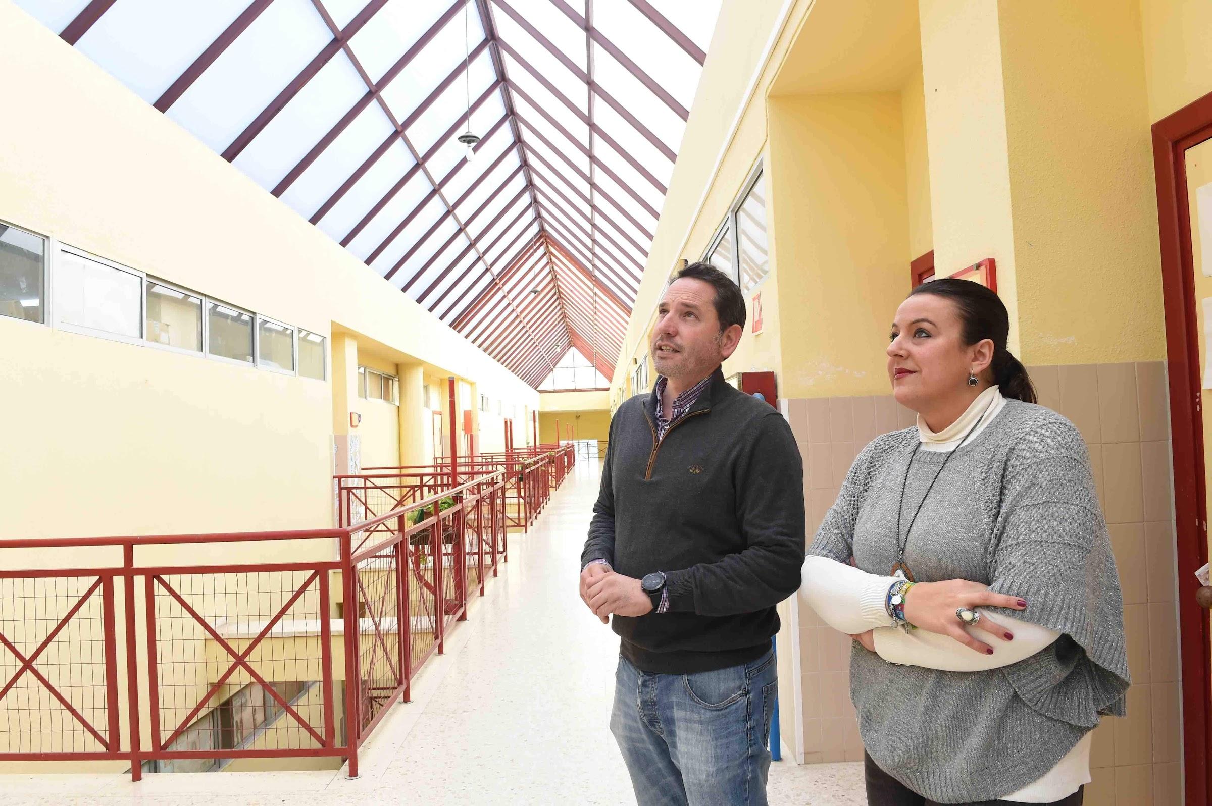 Las obras de instalación del nuevo lucernario en el CEIP Mediterráneo avanzan a buen ritmo