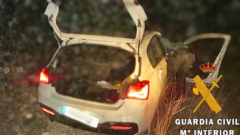 Imagen del vehículo siniestrado cuyo robo se denunció en una imagen difundida por la Guardia Civil