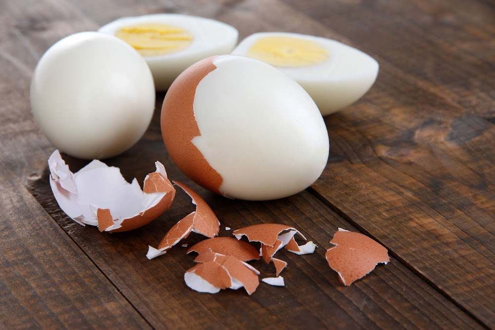WATCH How to hard-boil eggs on the braai - without water or a pot