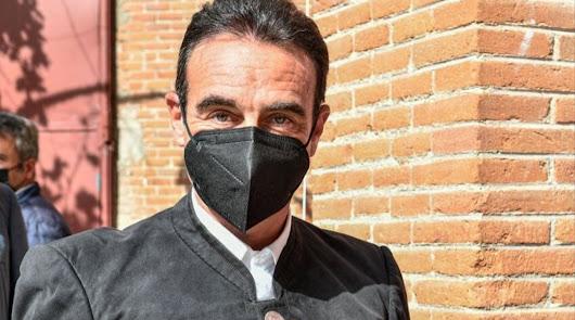 Enrique Ponce 'la lía' mientras Ana Soria disfruta del Club de Mar de Almería