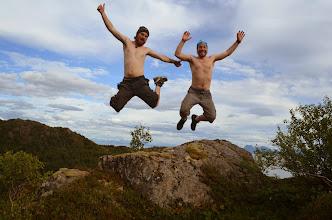 Photo: ca pousse la barbe ! on profite du sommet et de la mousse ambiante pour faire des petites séries de photos sympas !
