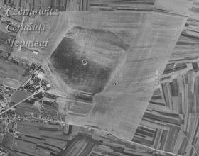 Photo: Вид на аеропорт. Ліворуч від аеропорту видніється сквер та стадіон. Фото 1930-1950-х років.
