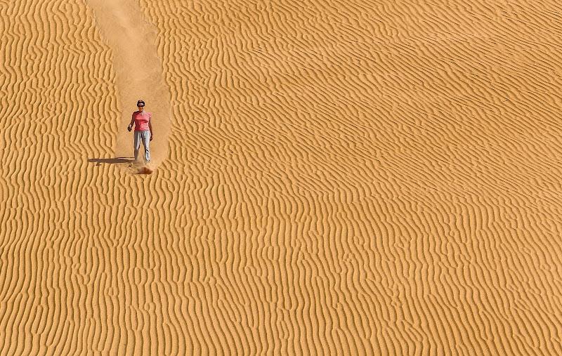 Scivolare tra la sabbia  di Pensatore