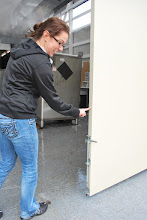 Photo: Sing's torsion box technology enables you to push a large sliding door with just one finger!