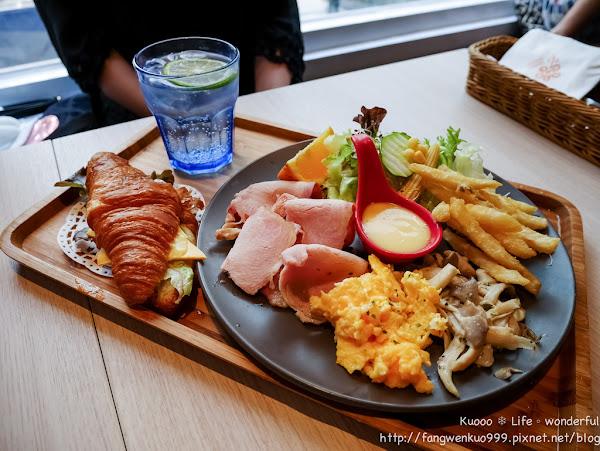 Flower Waffle 芙兒鬆餅 💋 早午餐。花瓣鬆餅。下午茶