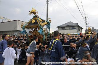 Photo: 【平成26年(2014) 本宮】 本町の神輿と出会うが、大粒の雨が落ち始める。