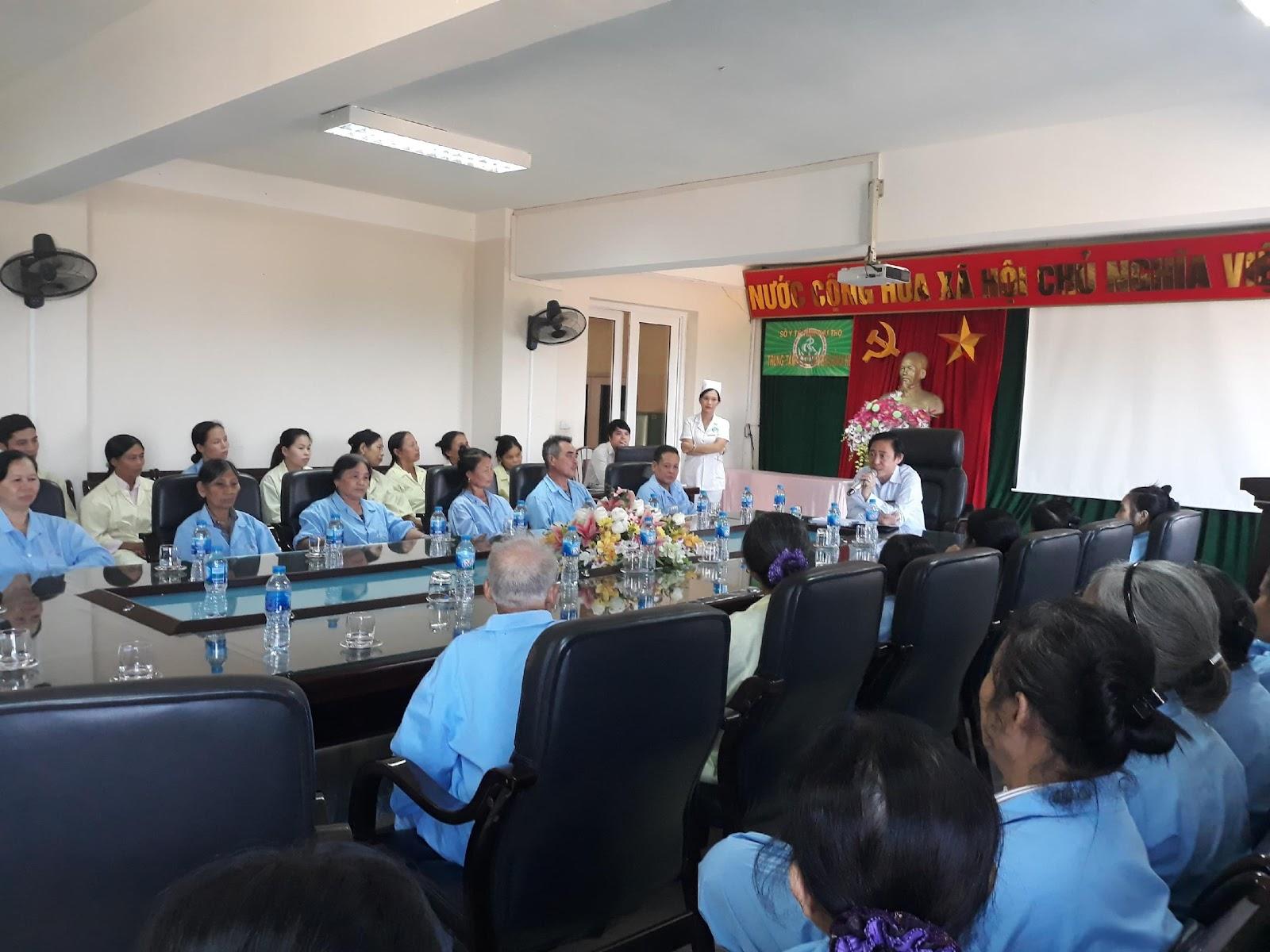 Họp hội đồng người bệnh thường kì tại trung tâm y tế huyện Cẩm Khê