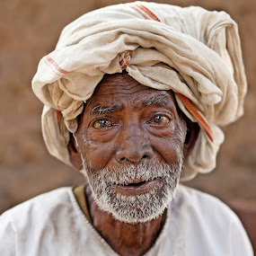 The language of eyes... by Kausik Das - People Portraits of Men ( canon, india, senior citizen, people, man, portrait, eyes )