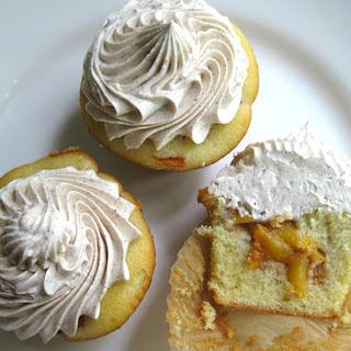 Peach Cobbler Cupcakes with Cinnamon Buttercream