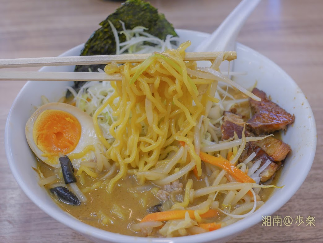 小林屋用田店:サッポロらーめん@750小林製麺の麺は、ツルツル食感がマイナスであるが個性を感じている