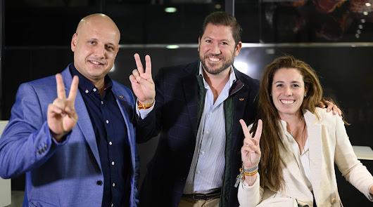 los diputados electos Rocío de Meer y Carlos Fernández-Roca, junto a Rodrigo Alonso.