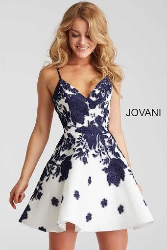 Vestido de tiras con pieza en la cintura y falda rotonda por Jovani