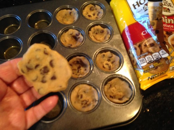 FIRST SPRAY MINI MUFFIN PAN LIGHTLY WITH COOKN SPRAY...THEN TAKE ALIL SMALLR THAN A...