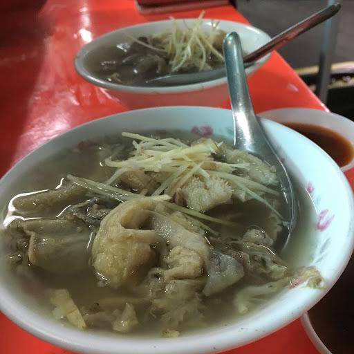 沒有過多的調味保留湯原來的風味 滿滿的料加上親切的隨時加湯 價格還算ok 不過我還是喜歡台南的牛肉湯😛