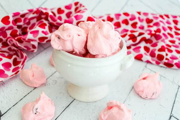 Valentine Meringues For Valentine's Day.
