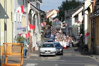 Photo: Fejring af Hildegard - prossionen kommer tilbage til festpladsen