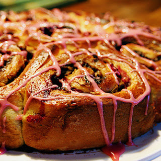 Spicy Boston Cake with Apples, Lingonberries and Pecans