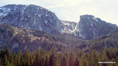 Photo: der schnee auf den bergen schmilzt wie butter in der sonne - es hat 24 grad