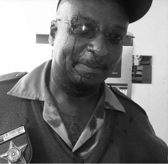 Verkeersloper red rower wat hom in die gesig gekniehalter het van skare geregtigheid - SowetanLIVE