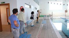 El alcalde, Juan Pedro García, y la concejala de Deportes, Mª del Mar Sánchez, inspeccionan las instalaciones.