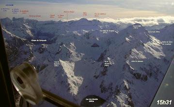 Photo: Hautes Pyrénées aux environs de Gavarnie: vision aérienne du lac de Litouése, au Soum de Male et aux crêtes de Gavarnie.