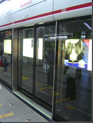 glass_doors_in_metro_station