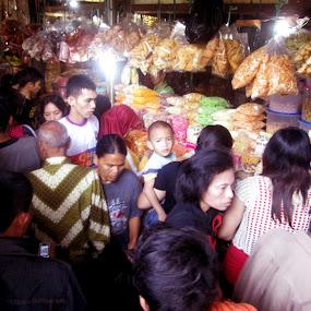 Traditional markets ahead of Eid by Jumari Haryadi - People Street & Candids ( peple, market, street, candid, crowded )