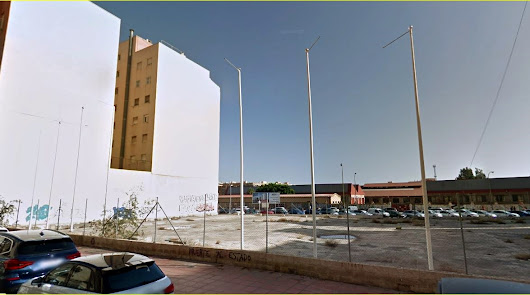 Solar  ubicado entre la Avenida de Montserrat y la Avenida del Aeropuerto que se convertirá en nuevas viviendas.