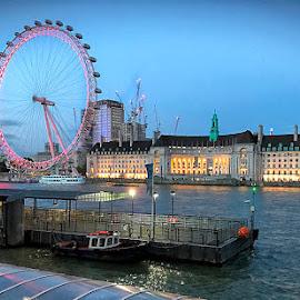 by Abdul Rehman - City,  Street & Park  Vistas ( england, london, light, uk, travel, iphone,  )