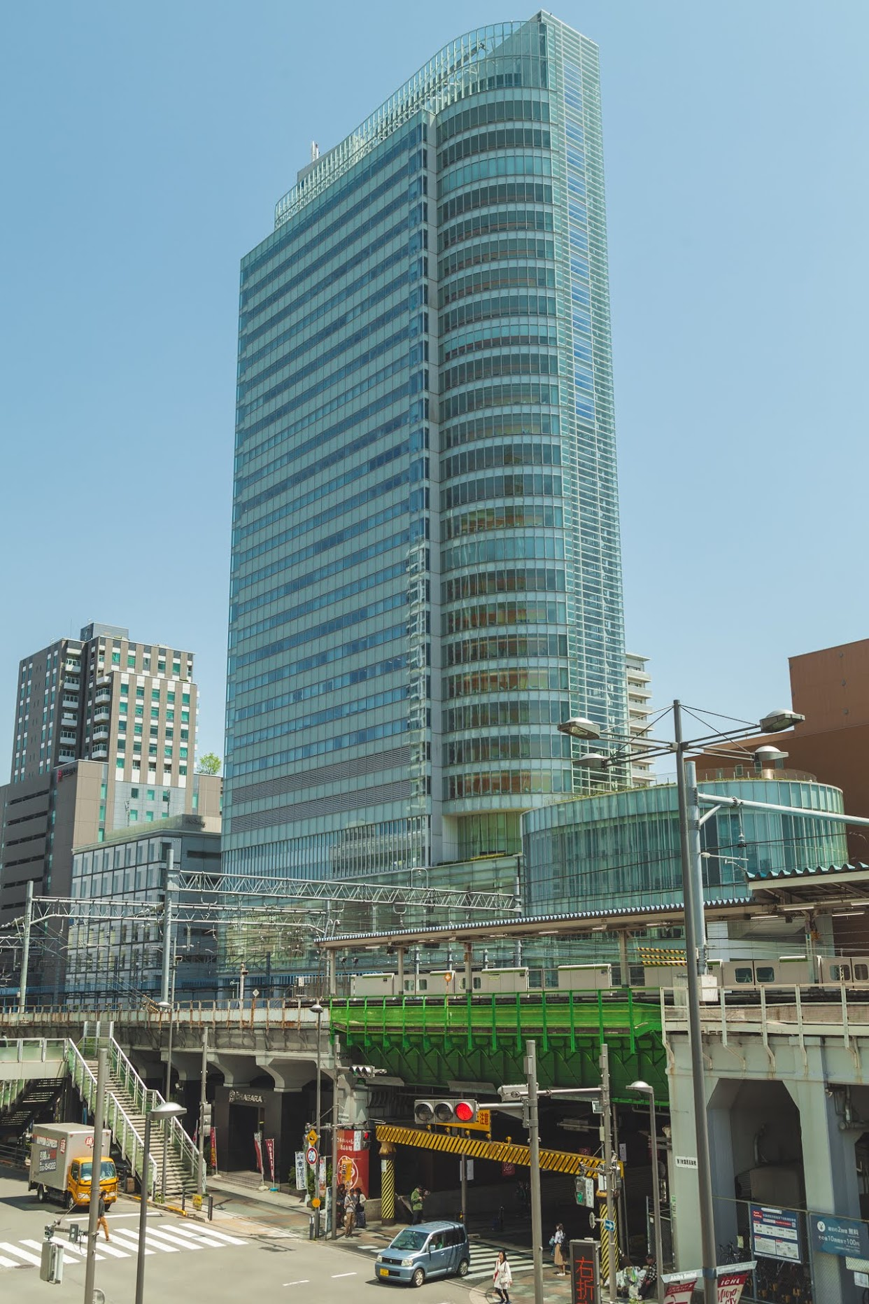 A building and green bridge close to Akihabara Station