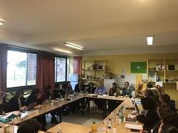 Les auditeurs échangent avec l'équipe pédagogique et les représentants des parents d'élève de l'école de Savignat dans l'académie de Créteil