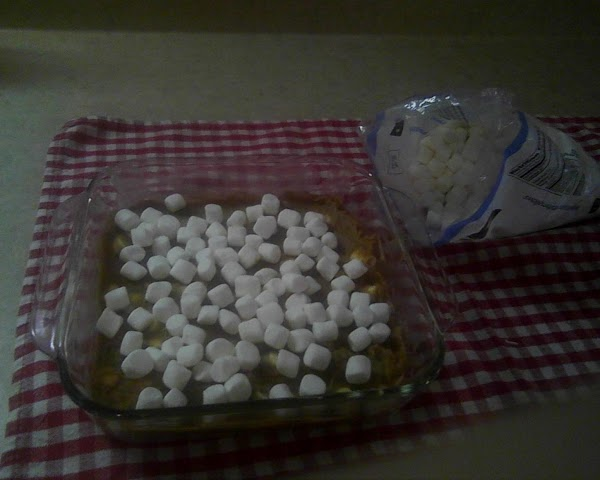 5.Top with remaining marshmallows.
