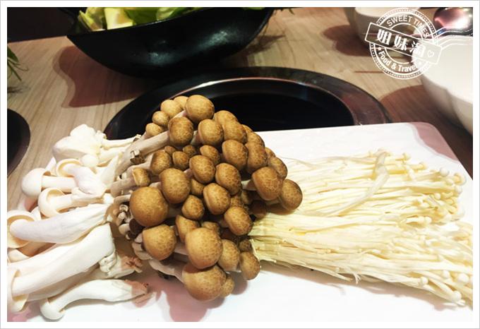 咕咚鼎私房養生火鍋菜單綜合菇