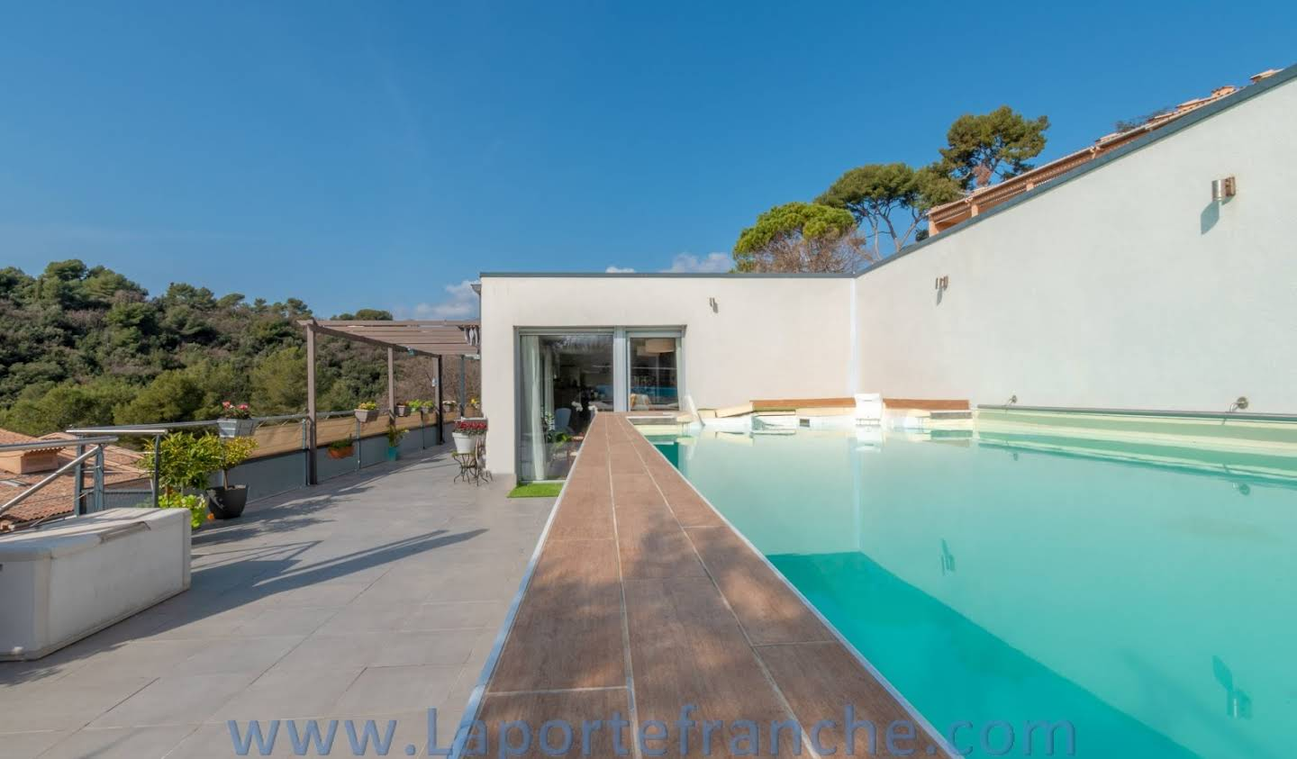 Apartment with terrace Vence