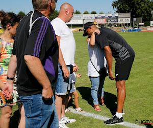 📷 Kompany laat zich direct van grootste kant zien en troost ouders overleden Anderlecht-fan