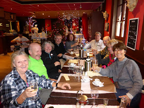 Photo: Tous sont très satisfaits d'un excellent repas.