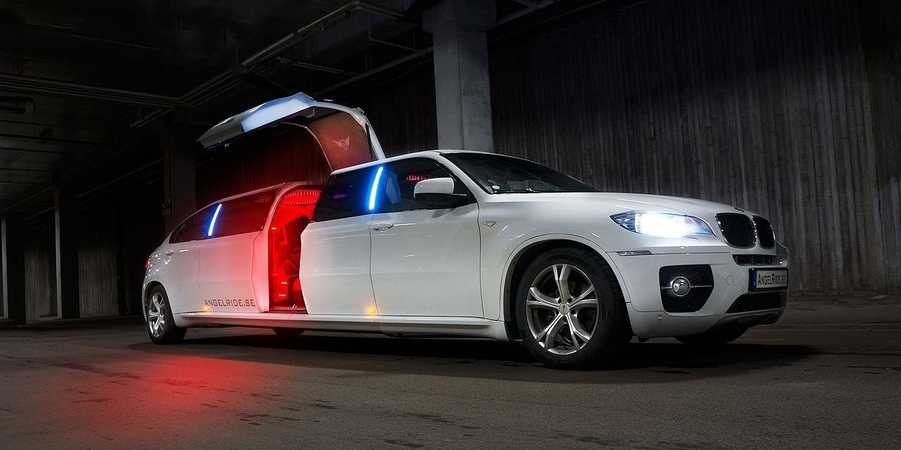 C:\Users\petar\Downloads\limousine-1249507_1280.jpg