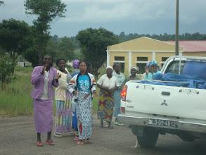 Photo: Con gran alegría reciben a las Hermanas