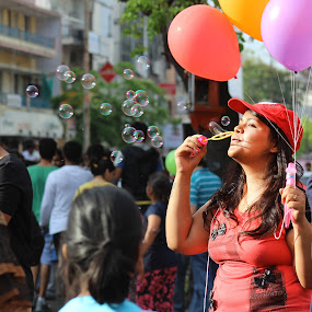 Colors of happiness by Sanket Warudkar - People Street & Candids ( colors, bubbles, candid, happiness, street photography )
