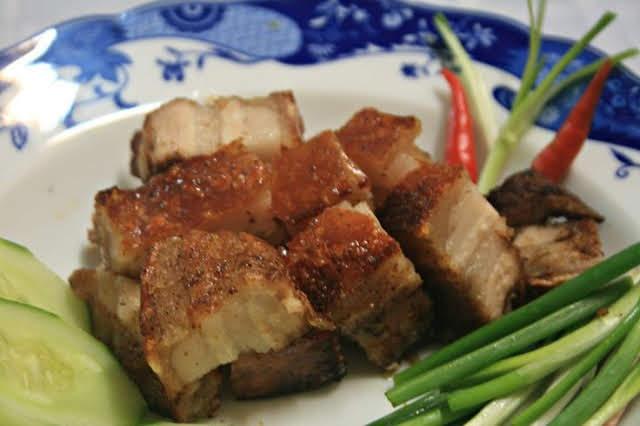 Thịt heo quay thơm nức, ngon tuyệt tại nhà chỉ với 5 bước