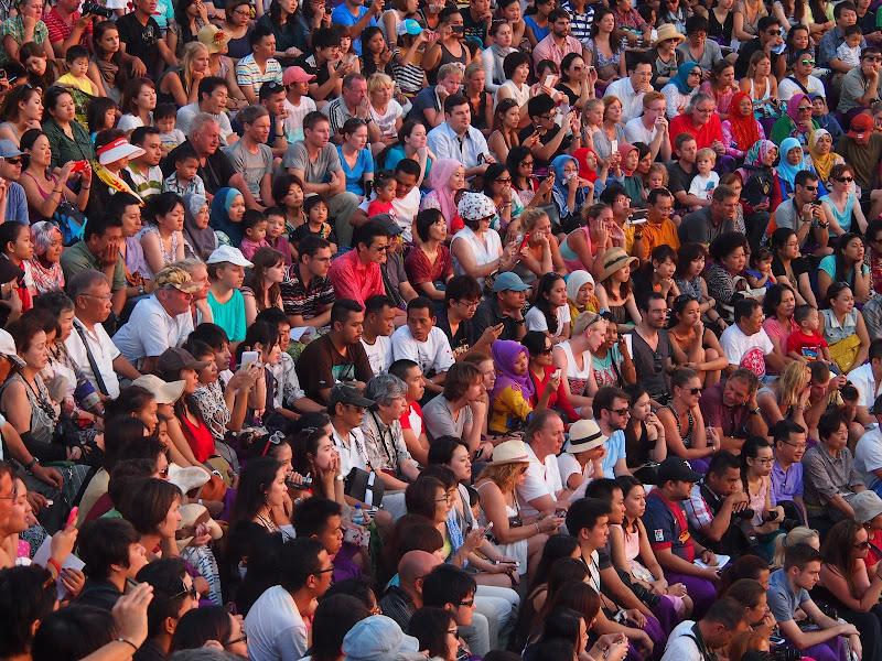 Bali - Spettatori in attesa della Danza Chakra di robypsycho